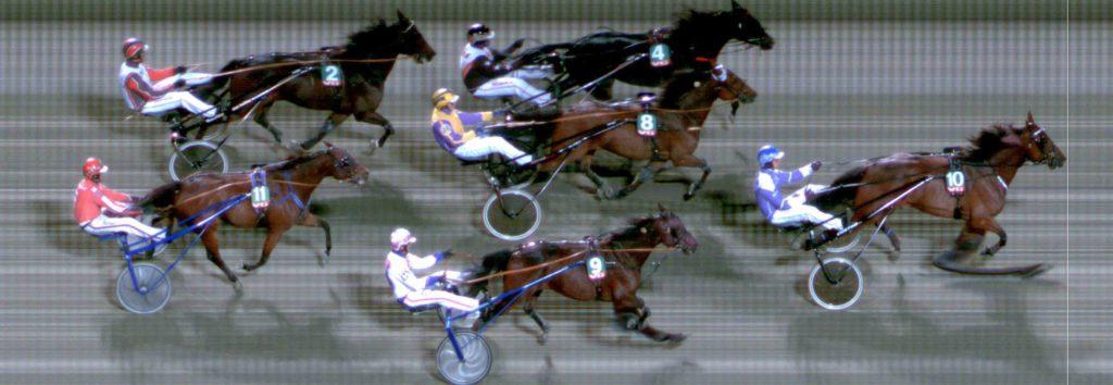 MÅLFOTO: 10 A Winner / Adrian Solberg Akselsen vinner foran 4 Ghandi B.R. / Ole-Christian Kjenner og 8 Magnetic Mac / Joakim Rasmussen